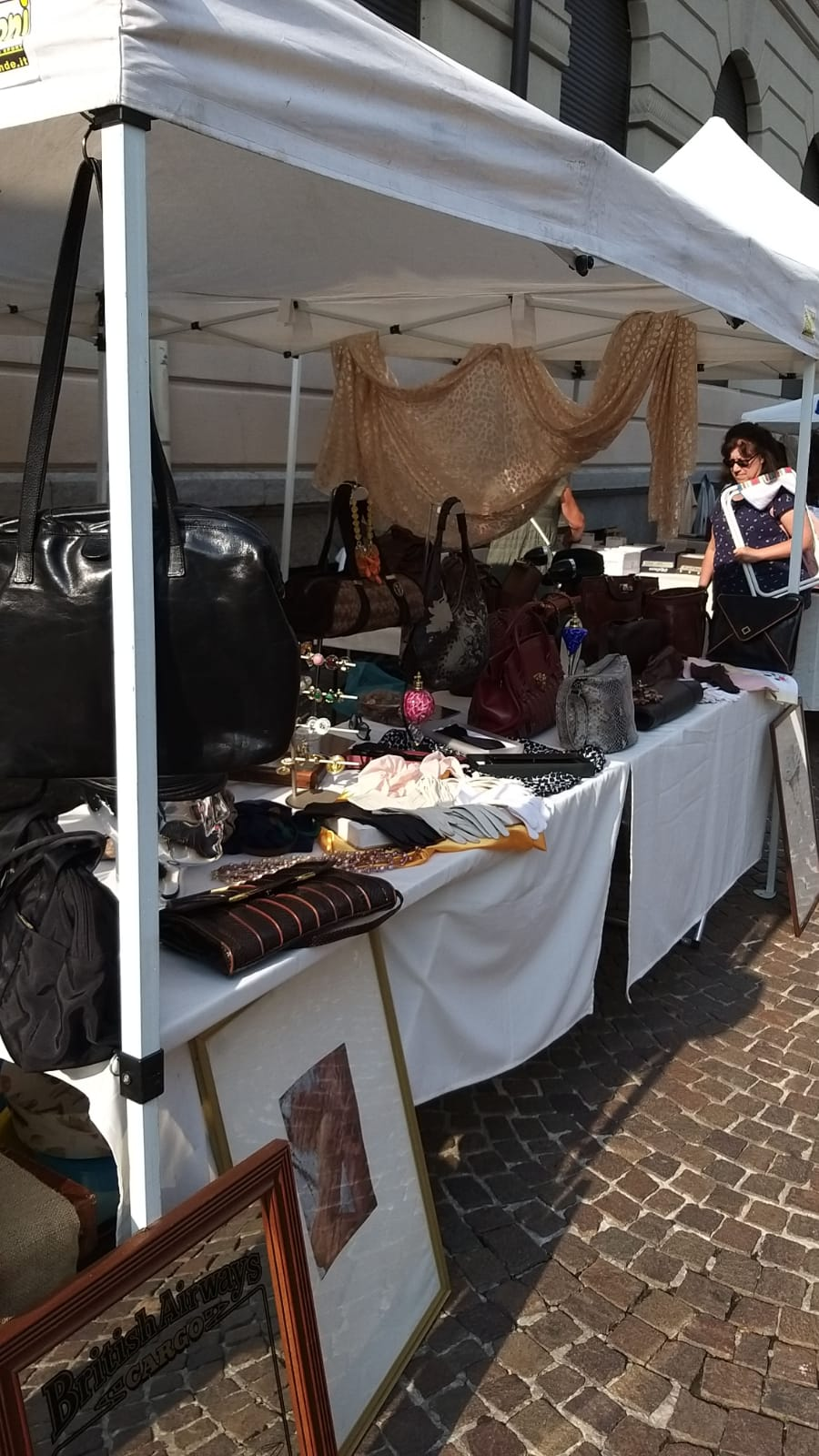 I mercatini dell'antiquariato.Antique markets.